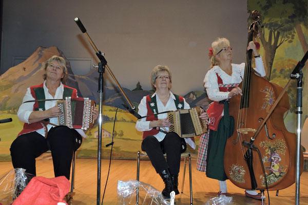 26.12.2014 / Noël folklorique de Cortébert / Mir Drüüü, Le Russey (F) / Photo: Maud Wirth-Gilliéron