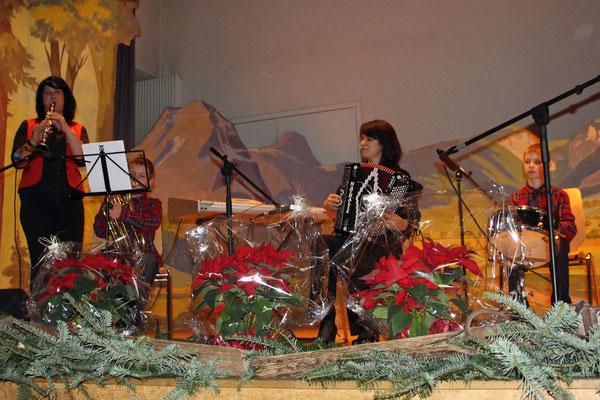 2016.12.26 / Noël folklorique Cortébert / Echo du Creux-du-Van - version rajeunie (photo Olivier Odiet)