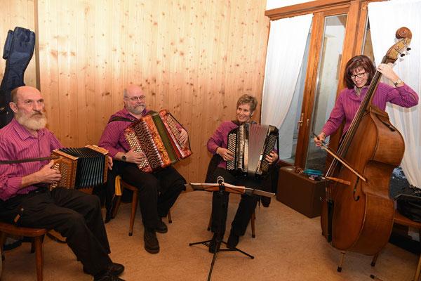 """17.01.2015 / Assemblée générale / Accueil par l'orchestre """"Echo du Saesseli"""" / Photo: C.S"""