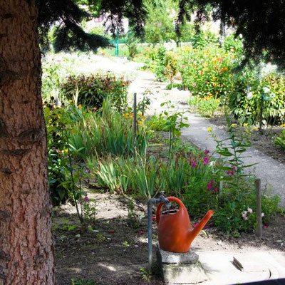Romantischer Gartenweg