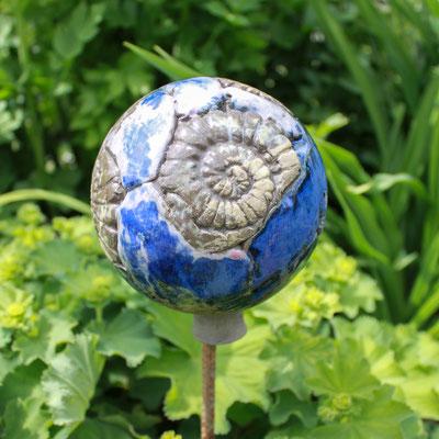 Rosenkugel in sand und blau