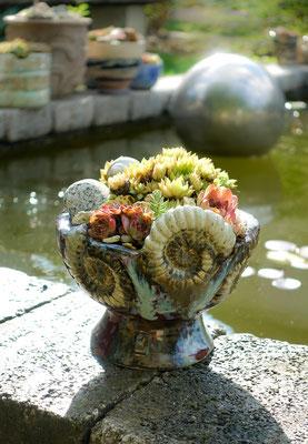 aufwendiges Keramikgefäß mit Ammoniten