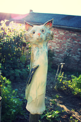 Keramik Katze in der Abendsonne