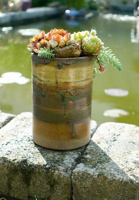 hohes Keramik-Gefäß