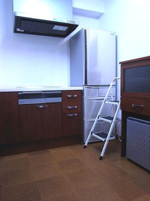 戸建 リノベーション 国産無垢材のシステムキッチン