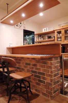 カフェの二段カウンター