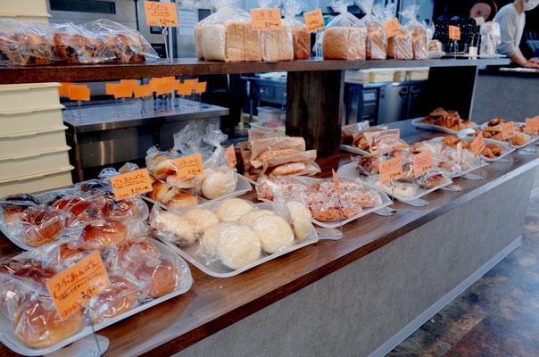 手作りパン店 陳列台