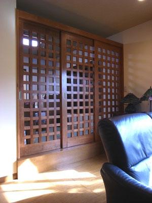 戸建 リノベーション 小上がりの和室に格子の扉