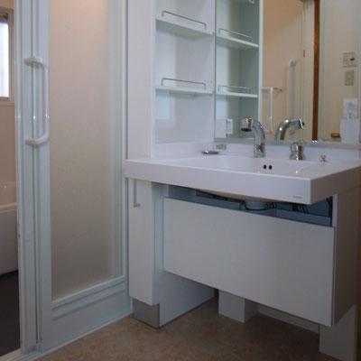 戸建リフォーム 施工後 洗面化粧台交換 椅子でも使用可能