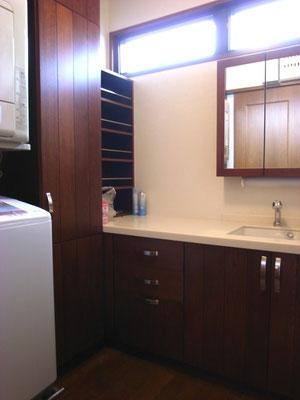 戸建 リノベーション 洗面化粧台も国産無垢材