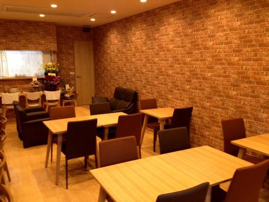 ひだまりカフェ 開放的な店内