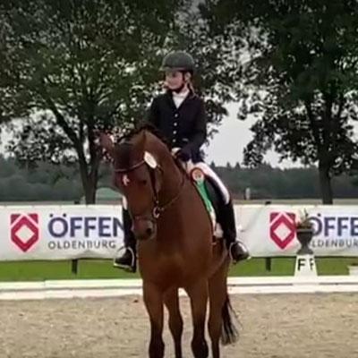 Emiliy Deuble konnte sich mit dem 6. Platz im A-Springen die Teilnahme am Finale der Nachwuchsreiter*innen in Rastede sichern