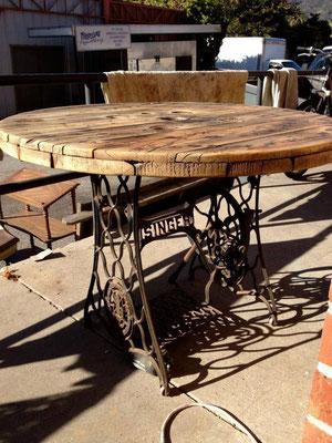 riciclo creativo +bobine +legno +cavi +shabby +chic +sandro +shop +shopping +online +cucire +singer +tavolo +macchina
