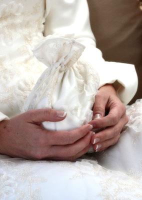 Glückliche Braut, fotografiert von dem leidenschaftlichen Hochzeitsfotograf Nikolaus Neureiter aus Kärnten Steiermark Wien