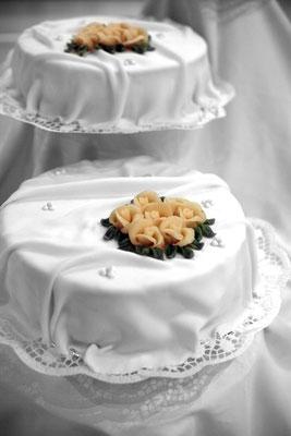 Hochzeitstorte fotografiert von dem leidenschaftlichen Hochzeitsfotograf Nikolaus Neureiter aus Kärnten Steiermark Wien