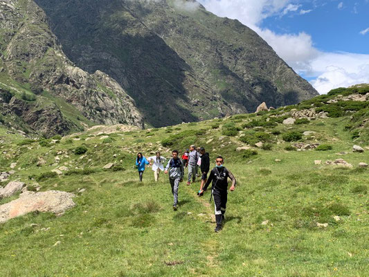 Les jeunes du centre social de Saint Juéry dans les Pyrénées Ariègoises - Crédit photo Francis Fasan
