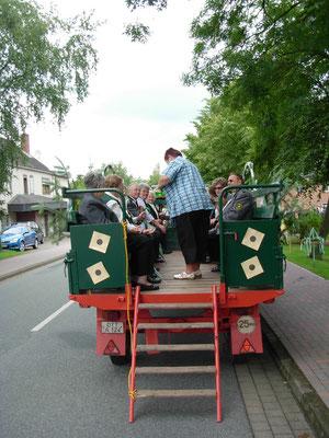 Auch die Senioren und die ganz kleinen nehmen am Festumzug teil.