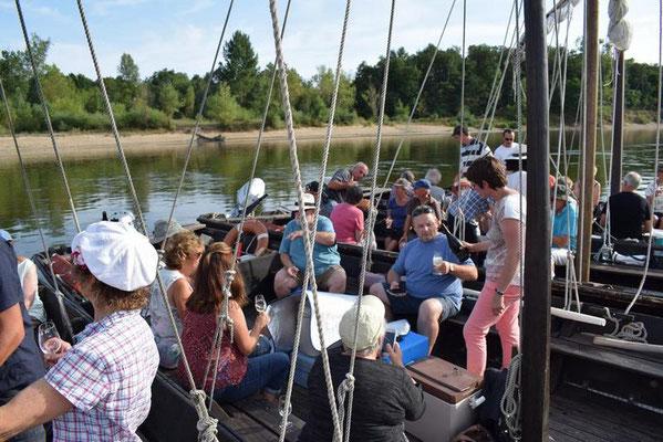 boat-ride-and-wine-tasting-local-food-river-Loire-Valley-Amboise-Tours-Chaumont-Blois-Vouvray-fun-activity-Rendez-Vous-dans-les-Vignes-Milliere-Raboton