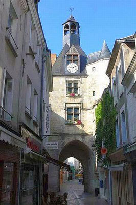 medieval-town-Amboise-Loire-Valley-clock-tower