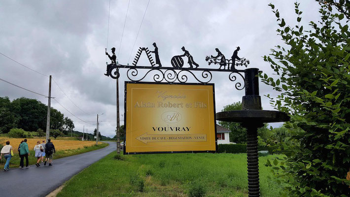 vignoble-Alain-Robert-visit-winery-vineyard-cellar-Chancay-Vouvray-Loire-Valley-Amboise-Tours-guided-wine-tours-and-wine-tastings-Myriam-Fouasse-Robert-professional-guide
