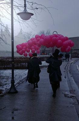 ... gab's Luftballons und VOLPONE-Flyer! (© Wienand Arndt, SST)
