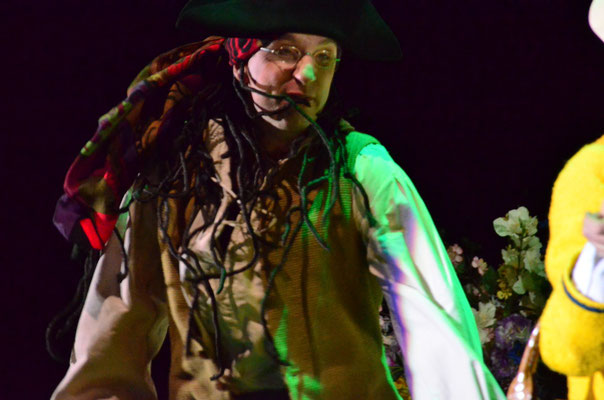 ... hei, ho, ... hei, ho, weil wir Seeräuber sind! ♫♫♫ (Photo Ludwig Stroux)