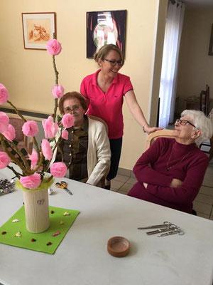 Un atelier de réalisation de fleurs en papier pour nos Seniors
