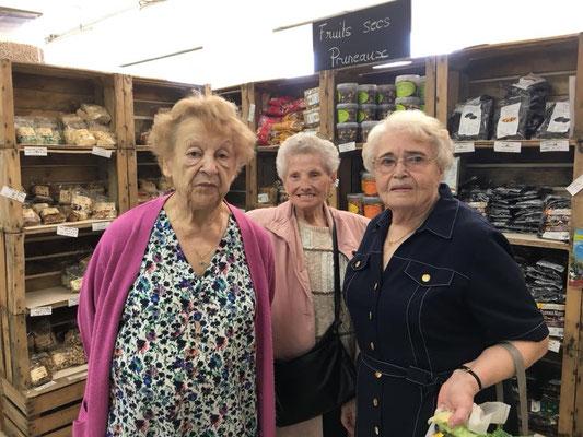 Les Résidents de la Résidence Jasmin font leurs courses aux Vergers de Noslon