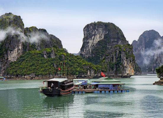 Ein schwimmendes Dorf in Vinh Ha Long