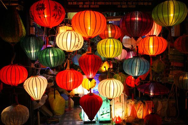 Hoi An ist landesweit bekannt für seine hübschen Seidenlampions