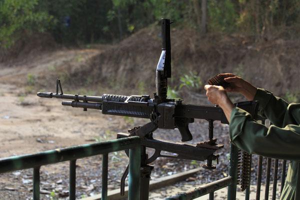 Wer einmal Rambo spielen will kann das hier gegen Aufpreis ausprobieren. Die Vietnam-Spezialisten raten allerdings von solchen martialischen Aktivtäten ab.