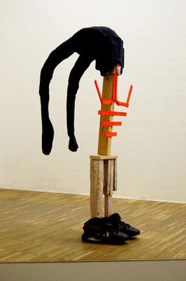 SCHON WIEDER IM EIMER, 2010, wood, straw, textilies, 120x60x50cm