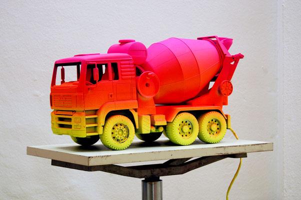DAS GROSSE BRUMIBUSSITREFFEN AUF RTL2, 2012, painted toy truck, 24x47x17cm