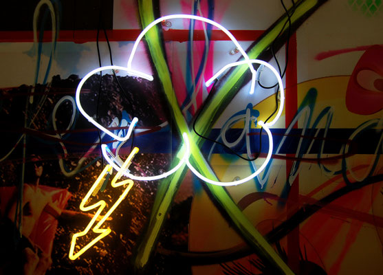 THUNDER DOME, 2016, neon object, 67x60cm (lighting turns on and off)
