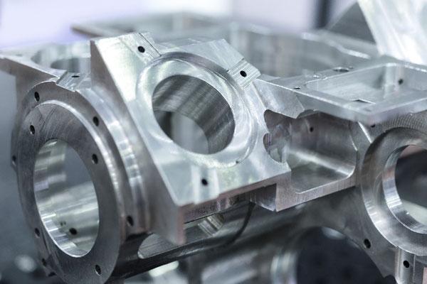 komplexes Bauteil per 5-Achs HSC Fräsen aus Aluminium