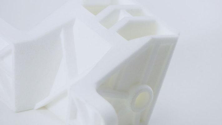 Bauteil aus PA2200, hergestellt per Rapid Prototyping Verfahren - SLS Lasersintern - mit schneller Lieferzeit von 3 Arbeitstagen