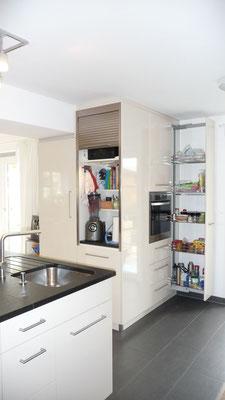 formvollendet beinhaltet dieses Kücheneck technische Raffinessen für den Benutzer