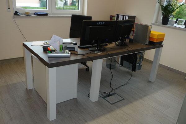 passender Schreibtisch zur Büroeinrichtung - aus 3D Planung