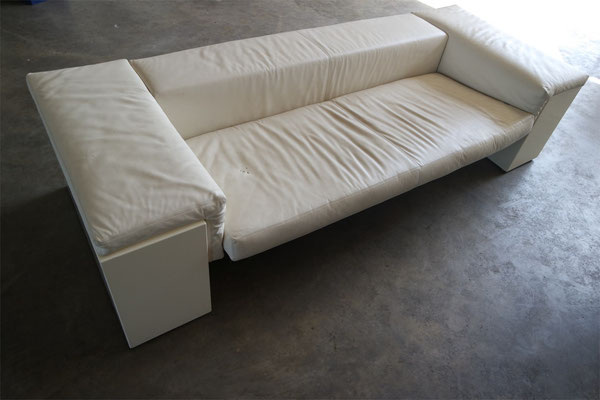 Couch Gesamtansicht vor Lederreparatur