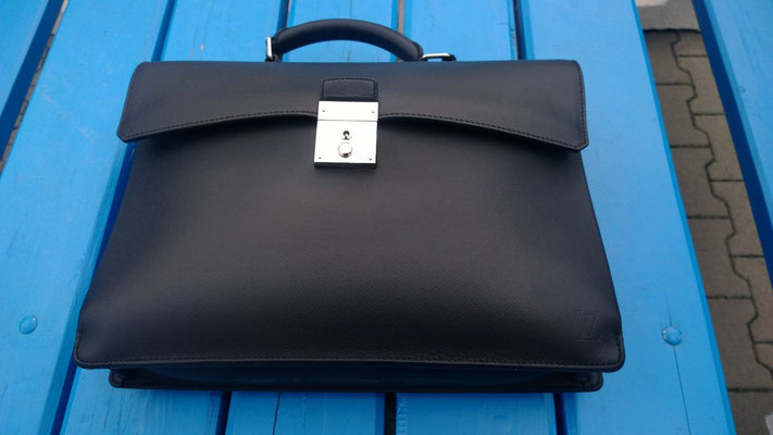 Handtasche nach Neueinfärbung 1