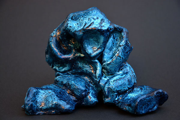 """""""Der Grosse im Nacken"""" (Vorderseite), 16.5 x 11 x 11 cm, Mischtechnik, 2019"""
