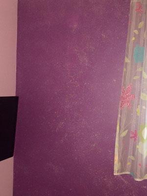 Glitter-Lasur Silber Hologramm auf Lila Wandfarbe