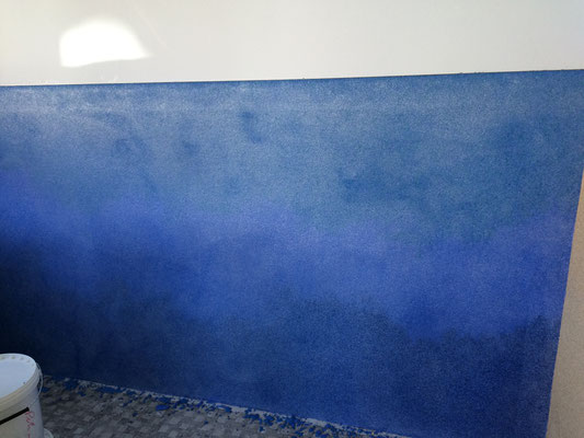 Buntglasputz Blau in verschiedenen Abstufungen