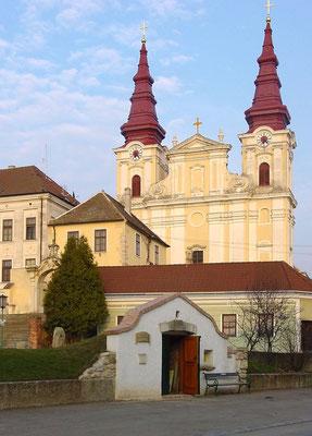Die mächtige barocke Kirche
