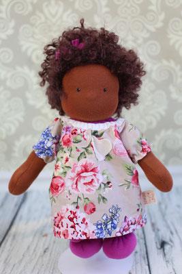 Puppe dunkelhäutig mit Locken