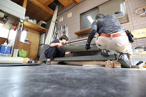屋根板金加工の様子