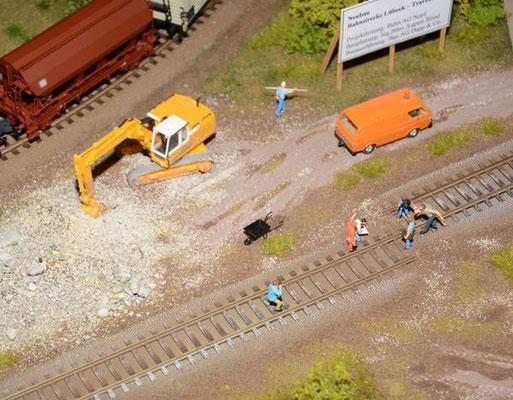 H0-Gleis zusammen zu stecken ist nicht auch nicht so einfach.