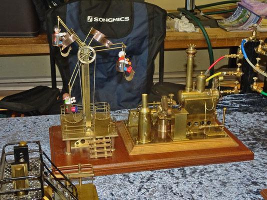 Karusell mit Dampfmaschine