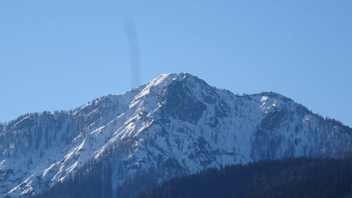 auf den Bergen liegt noch viel Schnee
