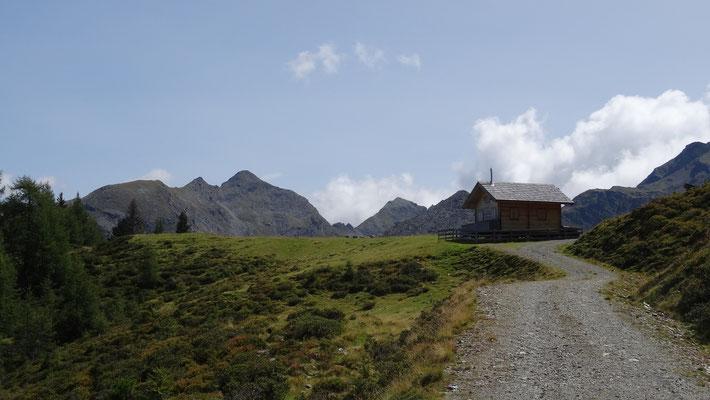 vorbei an der Planeck Hütte (1.999 m)